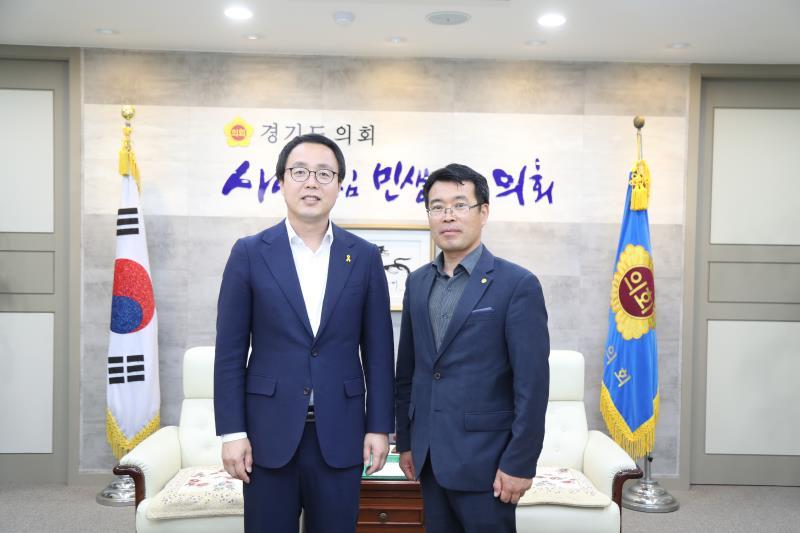 정기열의장 조희송 식생활 대외협력위원장 접견
