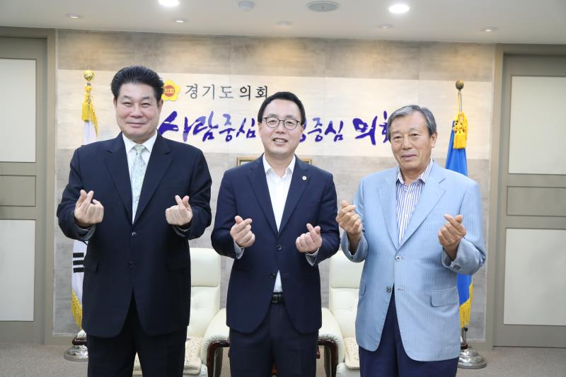 정기열의장 윤학상 4대,5대 도의원 접견