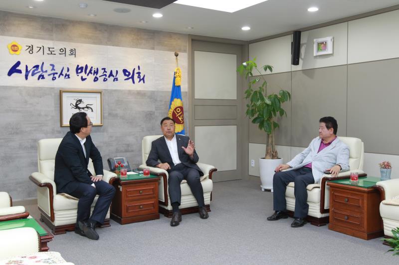 정기열의장 김성태건설위원장 이병주 광명시의장 접견