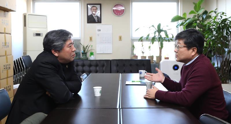 송한준 의장 정의당 사무실 격려 방문