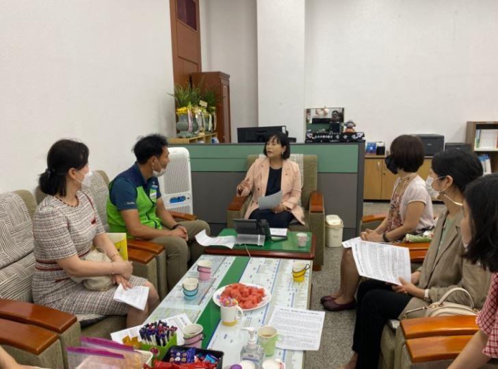 정윤경 위원장, 영어회화전문강사 면담