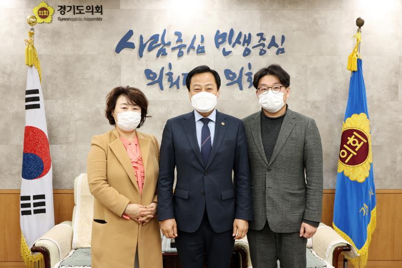 장현국 의장 수원시의회 최영옥, 이희승 의원 접견