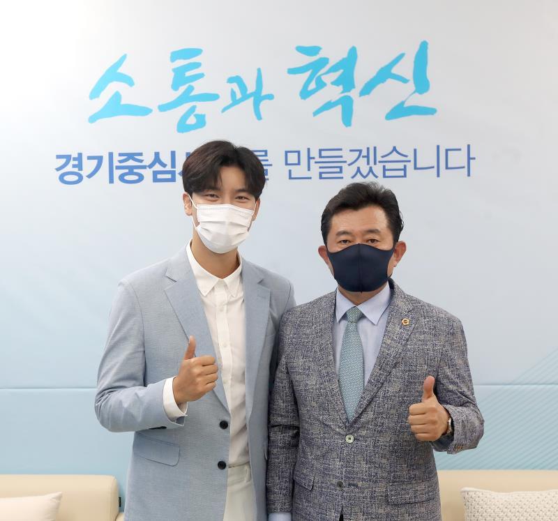 경기도의회 더불어민주당 박근철 대표의원 '미스터트롯 노지훈' 접견