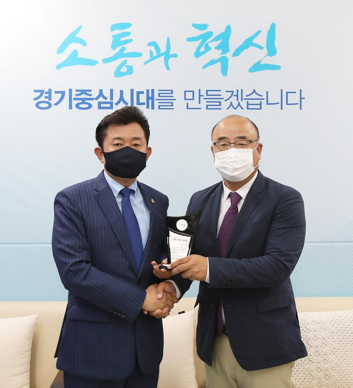 경기도의회 더불어민주당 박근철대표의원 자랑스런 강대인 수상