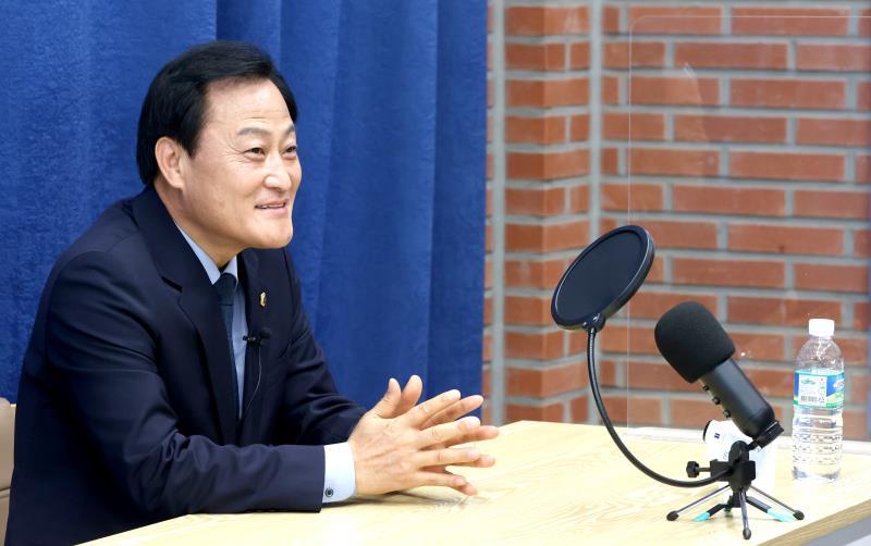 장현국 의장님 경기신문 유튜브 방송 촬영
